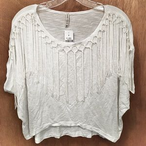 💥price negotiable💥 tasseled white crop top🤍 NWT